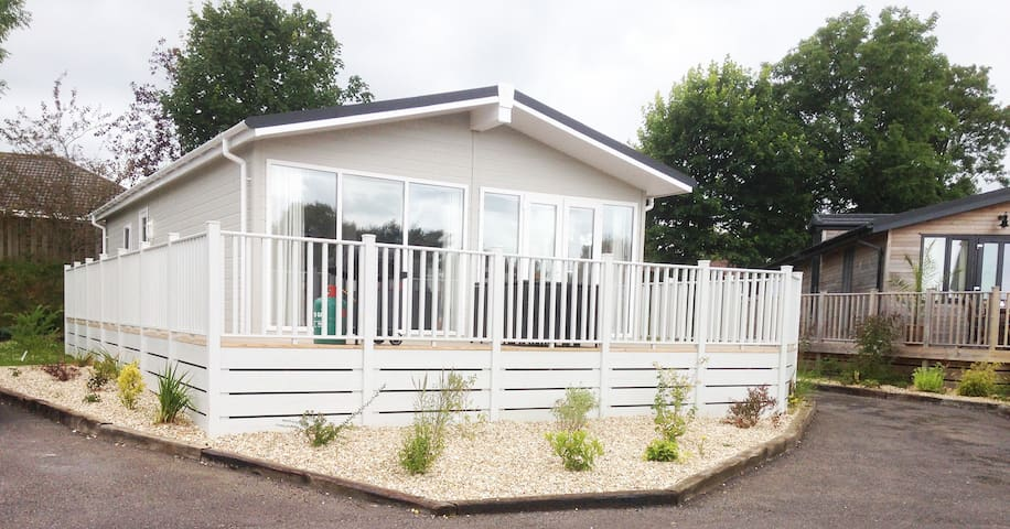 2 Bedroom Deluxe Lodge at Blossom Hill - Honiton - Σαλέ