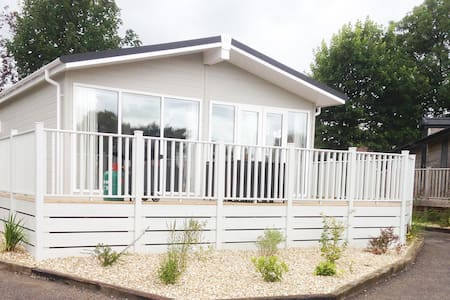 2 Bedroom Deluxe Lodge at Blossom Hill - Honiton - Chalet