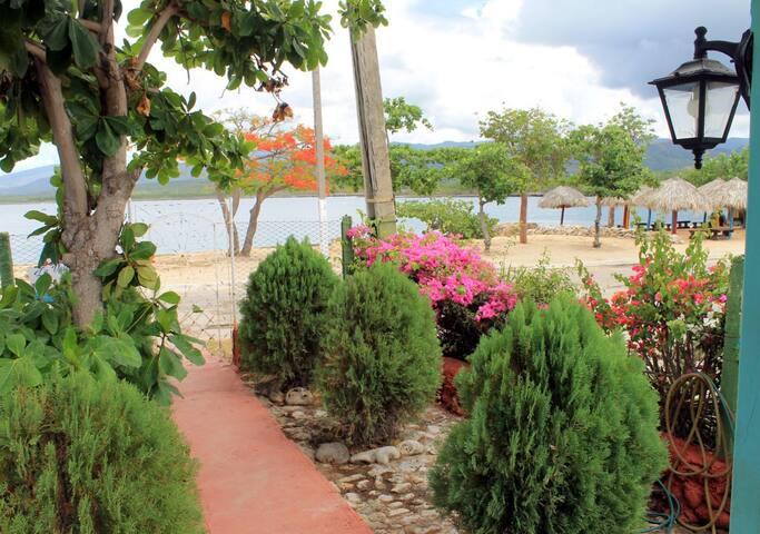 La Valeria + WIFI (casa sola), playa La Boca, Cuba