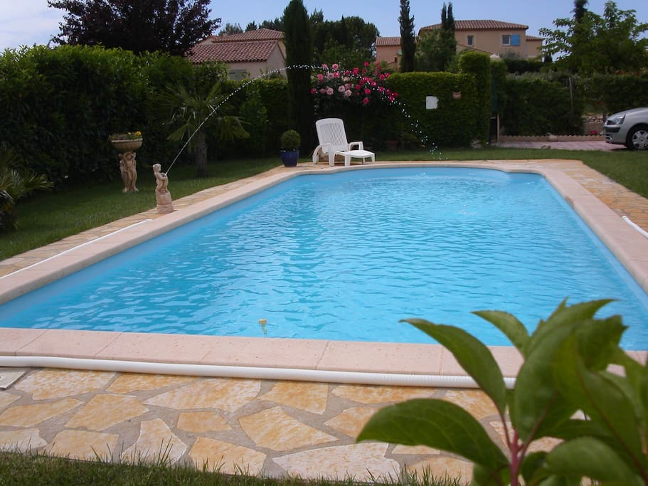Villa pour 8 avec une piscine 10x 4 ville in affitto a for Piscine miroir aix en provence