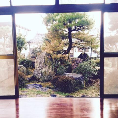日本の伝統的な   お部屋とお庭 - 合志市