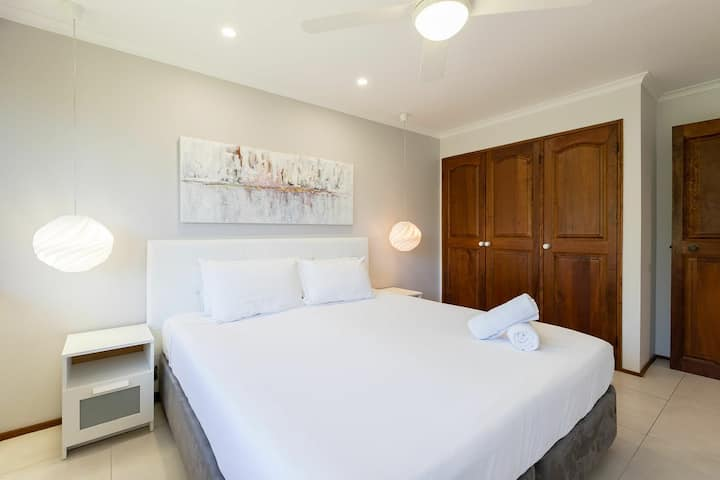 1 Bedroom · Absolute Beachfront - Relax and Unwind