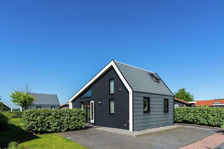 Modernes Ferienhaus mit Garten in Kattendijke