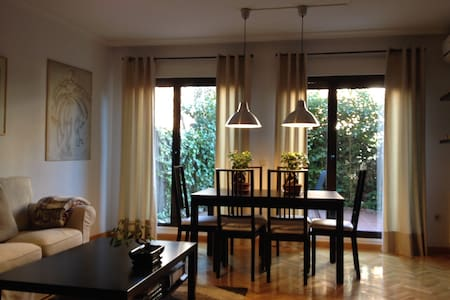 Two Rooms in Semi-Detached House in Madrid - Madrid