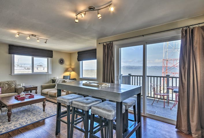 Waterfront Condo on Pier in Downtown Astoria!
