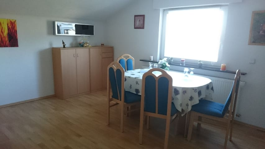 Schöne Wohnung am Rande des Naherholungsgebiets - Backnang - Apartemen