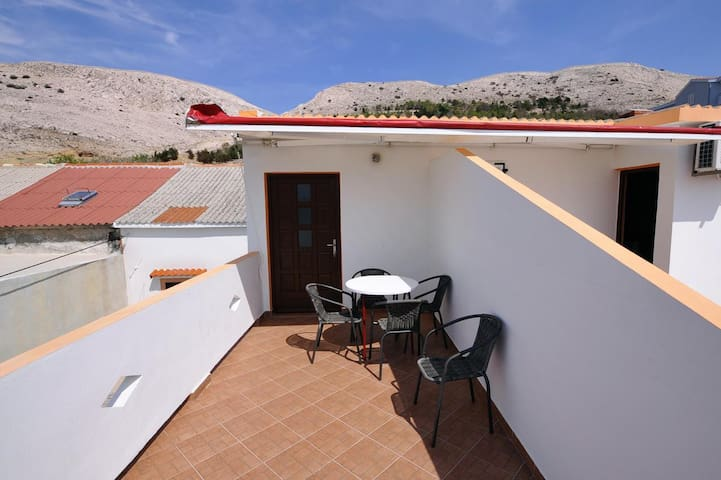 One bedroom apartment with terrace and sea view Metajna, Pag (A-6421-d)