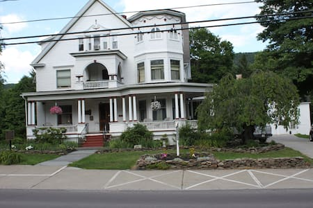 Victorian Charm Inn - Towanda - Bed & Breakfast