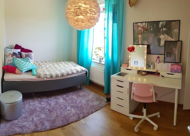 Sovrum 4 med 120cm säng.
