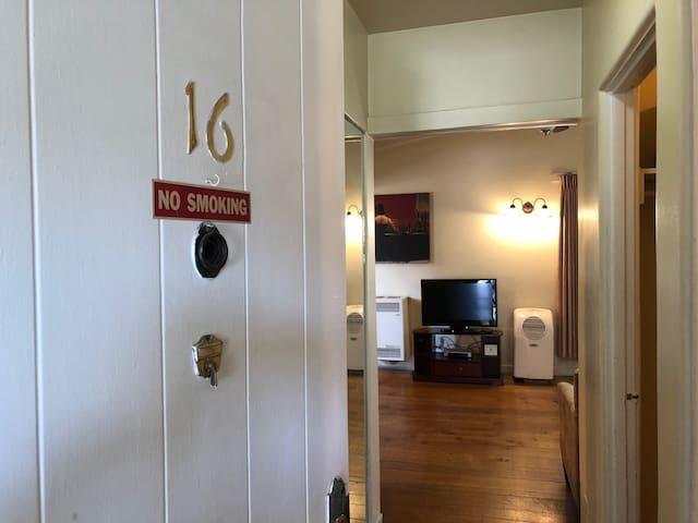 Stanford Inn Rentals Apt #16
