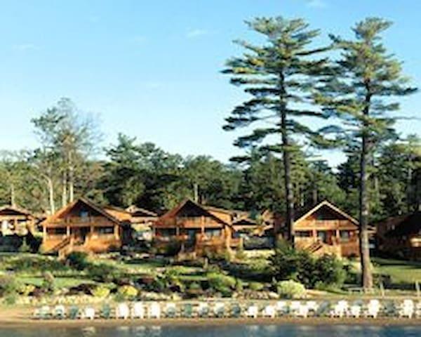 Lodges at Cresthaven 2BR Cabin - Lake George - Cabaña
