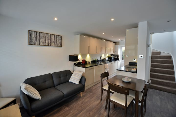3 bed modern home near Central London,free parking