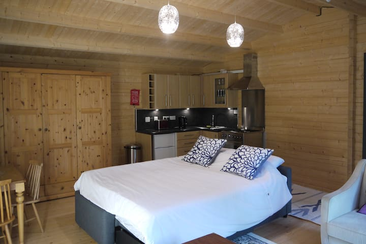 Lockerley Log Cabin Guesthouse