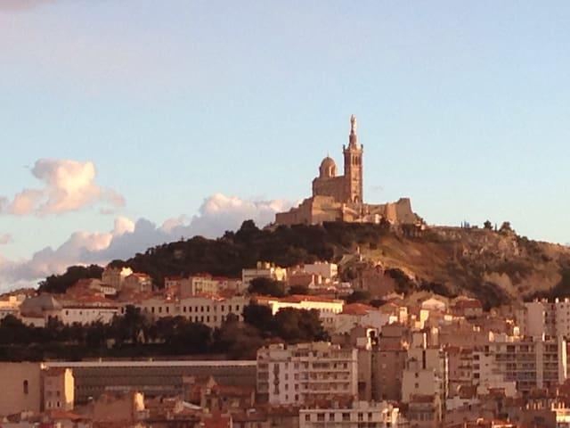 T2 vue sur mer dans immeuble classé - Marseille - Appartement