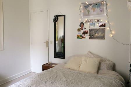 Chambre cosy dans grand appartement - Bourg-la-Reine - Lägenhet