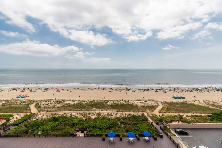 Stunning oceanfront condo w/ beach & bay views plus an indoor pool