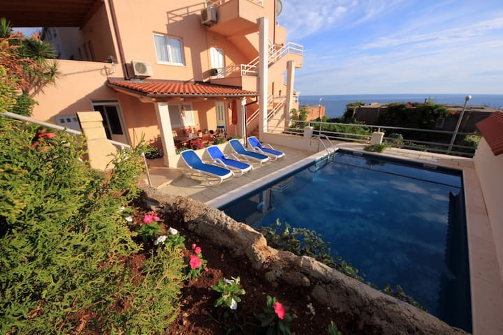 Ana -Apartment with terrace, sea view&private pool