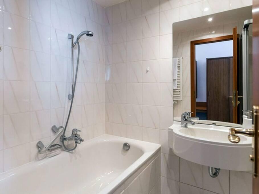 Badezimmer vom Einzelzimmer im Hotel Stadtkrug in Parchim