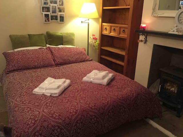 Overnight stay in Witney A40 from 6pm till 9am