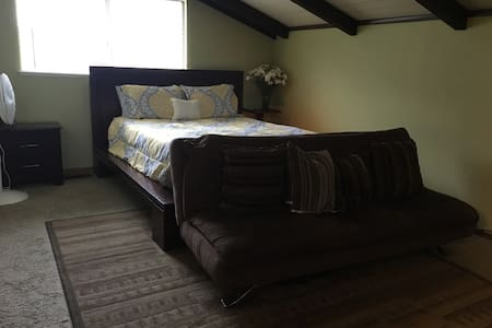 Master bedroom - Pleasant Hill - House