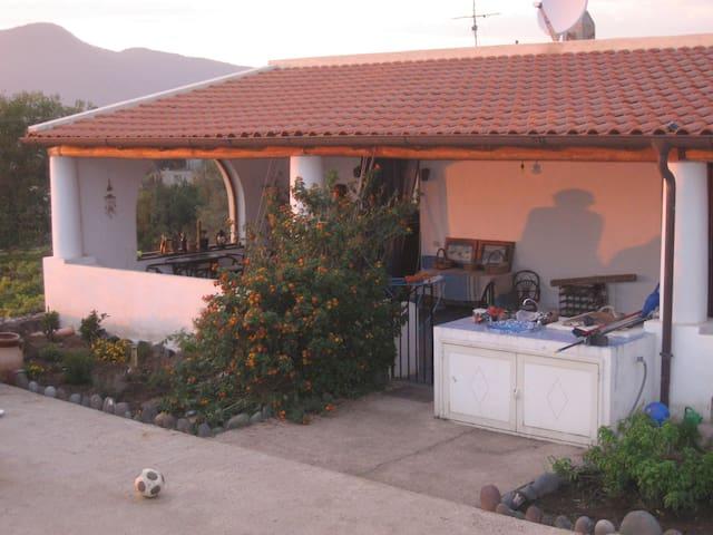 Country Lodge MoniGio - Sonnenuntergang übers Meer - Quattropani