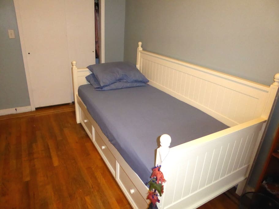 Kid's room with trundle bed
