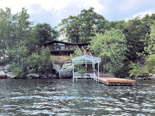 Secluded Family Cottage on Sparrow Lake, Muskoka - Severn Bridge - Kisház