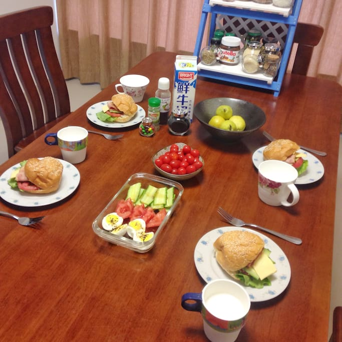 breakfast for my guests 为房客做的早餐
