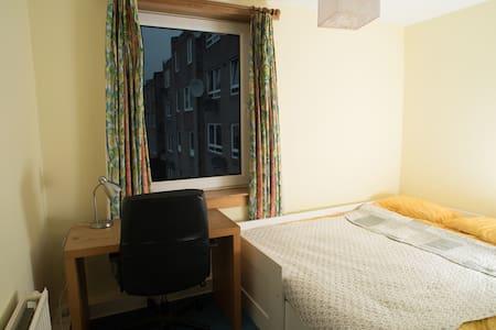 Double/Single room in a Central Location - Edinburgh