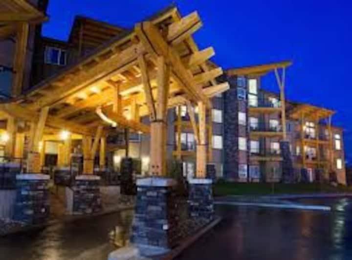 Charming 2 Bedroom Suite on Ski Hill Base