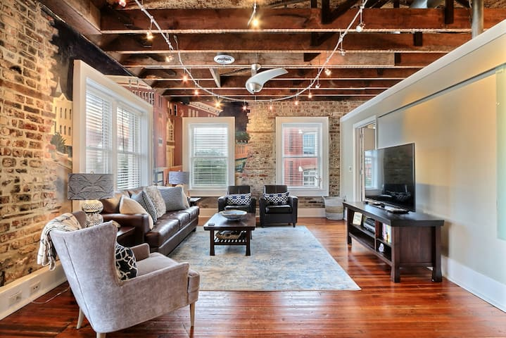 Stylish Modern Loft in the Heart of Downtown Savannah with Parking!