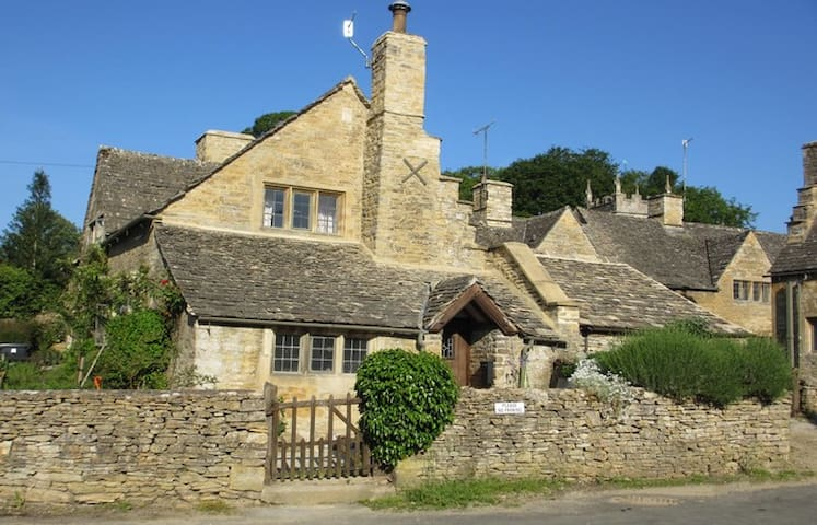 No 8 The Square - Upper Slaughter