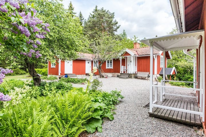 Idyllic and comfortable cottages - Strängnäs Ö - 통나무집