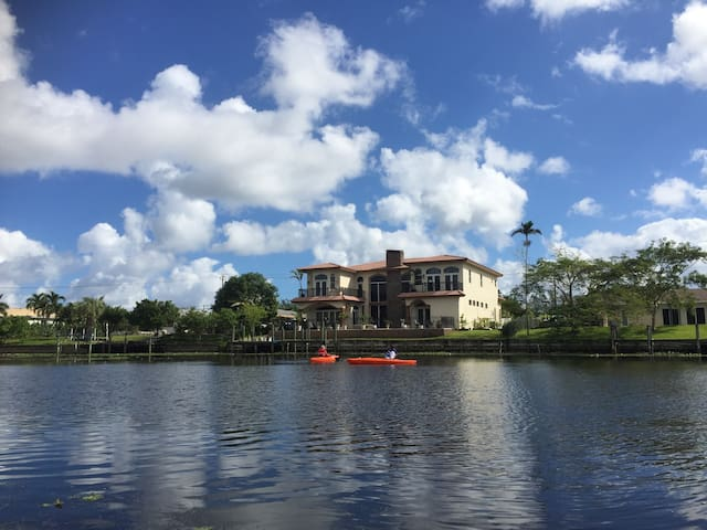 Waterfront Luxury Palm Beach Rental