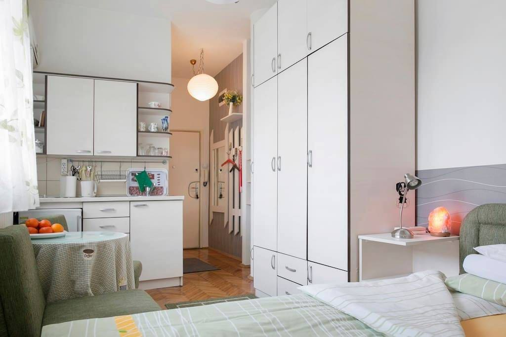 Cozy studio with a very well equipped kitchen and a soft french bed