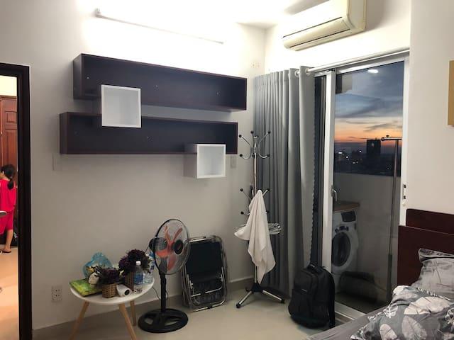 Cho thuê 1 năm căn hộ full đồ lầu cao gần biển