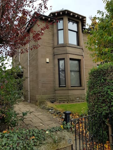 Stunning two bedroom period villa close to centre