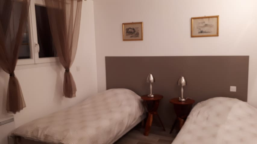 La chambre en configuration lit-jumeaux