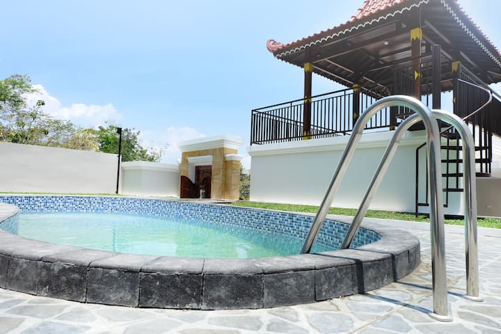 Villa 3 kamar AC dengan Private Pool