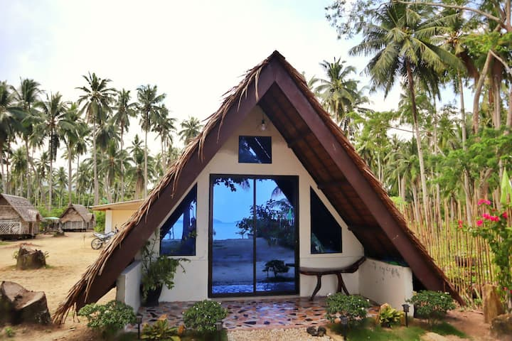 Beachfront Cabin in Kemdeng, San Vicente, Palawan
