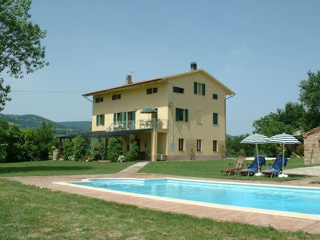 A spacious self-contained apartment - Cingoli - Lägenhet