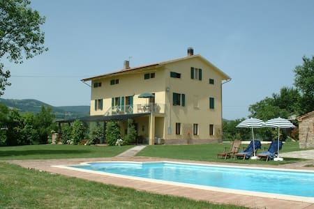 A spacious self-contained apartment - Cingoli