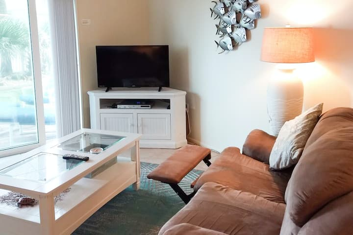Cheerful oceanfront condo with shared pool, central AC, free WiFi, & ocean views