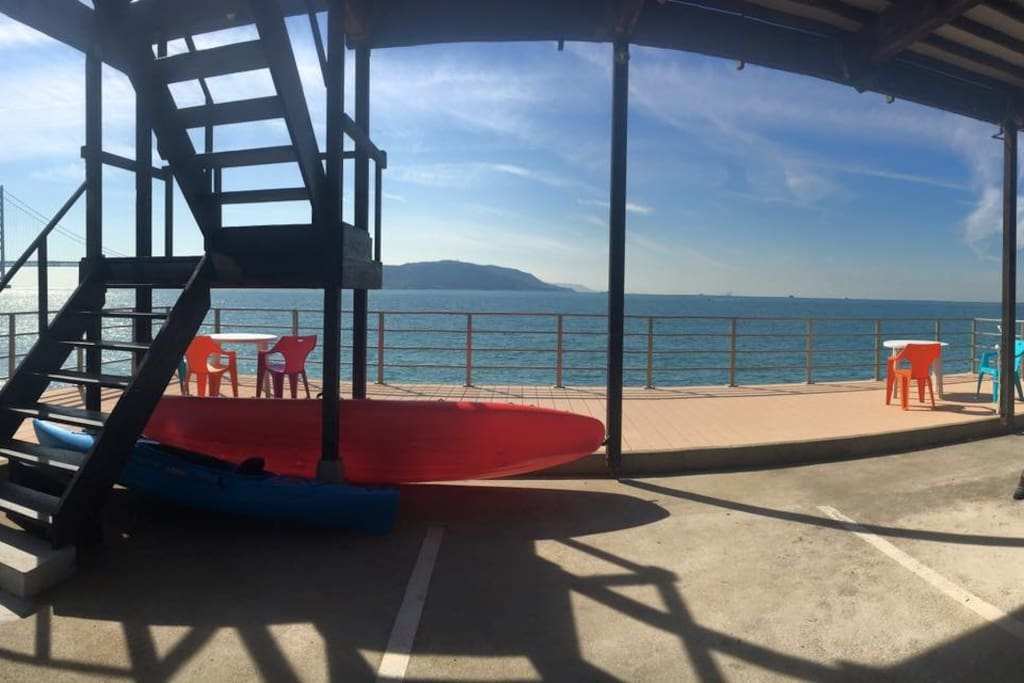 1Fテラス!! 1F terrace! シーカヤックレンタルあり! You can rental sea kayaking. 海の上は気持ちいいですよ♪ The top of the sea is comfortable.