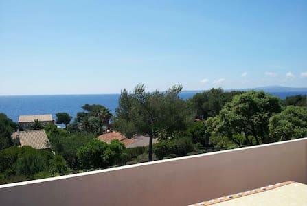 Appartement dans Villa bord de mer - Roquebrune-sur-Argens - Huoneisto