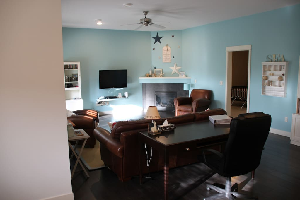 """Main siting area, 42"""" TV, Free wifi, work desk, Gas Fireplace, Wii for you to enjoy"""