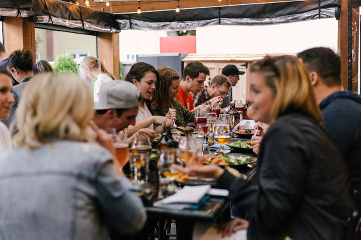 Stop for refreshments, enjoy al fresco dining in a plethora of restaurants, cafes, and pubs.