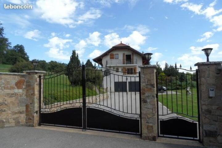 Chambre maison de campagne entre Annecy Genève