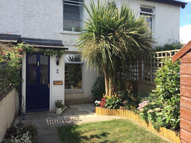 Cosy cottage close to Surbiton station - Surbiton - Huis