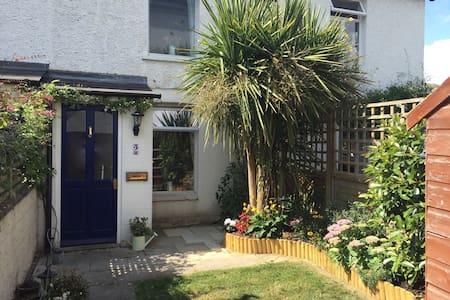 Cosy cottage close to Surbiton station - Surbiton